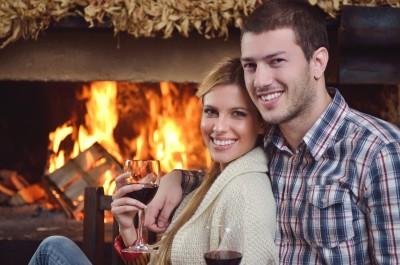 איך תארגנו לכם ערב רומנטי מושלם בבית במקום לנסוע לצימר?